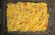 This oh so easy cold taco dip recipe is delicious! We have it every time friends come over, and I even make it occasionally for supper! Best Taco Dip Recipe, Dip Recipes, Mexican Food Recipes, Snack Recipes, Cooking Recipes, Snacks, Mexican Dips, Appetizer Dips, Appetizer Recipes