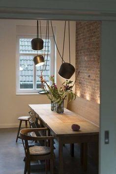 Hereinspaziert! 10 neue Wohnungseinblicke auf SoLebIch | SoLebIch.de Foto: Kopffuesslerin #solebich #esszimmer #ideen #Wandgestaltung #skandinavisch #landhausstil #tisch #einrichtung #sitzbank #stühle #stuhl #Dekoration #Beleuchtung #grau #grün #holztisch #Einrichten #Farbe #Gestaltung #diningroom #diningtable #interior #interiorideas #leuchten