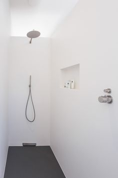 COCOON projects: Industrial chique villa bycocoon.com | modern bathroom design | inox stainless steel bathroom taps | rain shower set | minimalist white shower room | Dutch Designer Brand COCOON