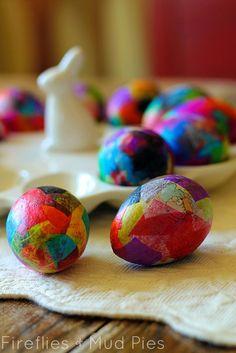 Papier mache eggs // Huevos de Pascua con papel maché