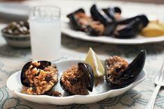Ari's rice-stuffed mussels (Ari 'nin midye dolmasi)