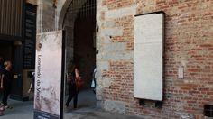 Plaque commémorative de Ausone au Château des Sforza, à Milan.
