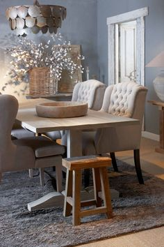 https://i.pinimg.com/236x/21/7e/a4/217ea4c01db07b86838641d2d8a0a78b--rustic-dining-rooms-tufted-chair.jpg
