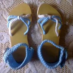 Sandalias tejidas a mano para niña
