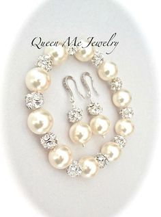 Pearl jewelry set, Swarovski pearl jewelry set, Pearl wedding jewelry set, Chunky pearl jewelry set Love this Chunky pearl bracelet and earrings set. It is gorgeous. It has become a top seller here at Queen Me Jewelry. Perfect bridal jewelry. It is brides worthy. It would also make