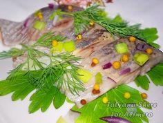Селедка соленая в домашних условиях. В отличие от мяса, рыба в нашем меню бывает довольно часто. Но вот купить в последнее время вкусно посоленную селедку что-то мне никак не удается – то она слишком пересоленная, то наоборот, недосоле…