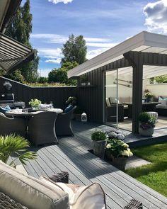 "1,050 curtidas, 23 comentários - ✨Love Interior✨ (@lises_home) no Instagram: ""Nydelig vær ☀️☀️ Hipp hurra for mannen min som har bursdag i dag, og vi har også 3 års bryllups…"" Outdoor Life, Outdoor Living, Hot Tub Garden, Modern Outdoor Furniture, Luxury House Plans, Back Gardens, Backyard Patio, Exterior Design, Garden Design"