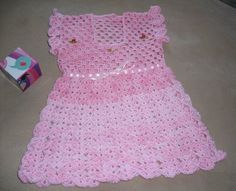 Vestidito rosa matizado tejido a crochet. Talla 18 - 24 meses. $8.500.-