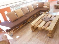 Beautiful Pallets Sofa Set With Table