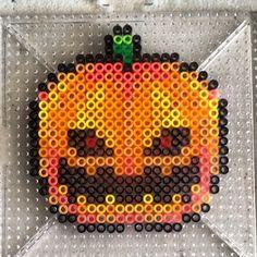 Halloween pumpkin perler beads by strider_sc Perler Bead Designs, Pearler Bead Patterns, Perler Bead Art, Perler Patterns, Craft Patterns, Stitch Patterns, Hama Beads Halloween, Halloween Crafts, Halloween Jack