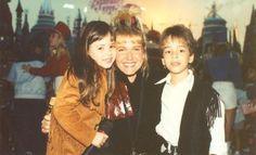 Sandy e Junior com a apresentadora Xuxa. #sandyleah
