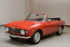 Looking for the Alfa Romeo Giulia of your dreams? There are currently 43 Alfa Romeo Giulia cars as well as thousands of other iconic classic and collectors cars for sale on Classic Driver. Alfa Romeo Gta, Alfa Romeo Spider, Classic Sports Cars, Classic Cars Online, Alfa Romeo Convertible, Retro Cars, Vintage Cars, Vintage Stuff, Automobile
