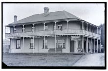 Central Private Hotel, on the corner of Station Rd (Railside Ave) and Great North Road, Henderson. 1933. Mrs Jane Wilks ran the boarding house between 1913-1937. Steve Ozich bought the building. It is now named Falls Hotel and has been moved to Alderman Drive.