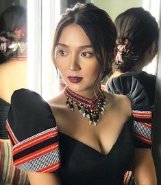 Love this look ! by Bernardo Glam Shots 💕📷 Modern Filipiniana Gown, Filipiniana Wedding Theme, Kathryn Bernardo Outfits, Hair Color For Morena, Chic Outfits, Fashion Outfits, Fashion Styles, Philippines Fashion, Tribal Outfit