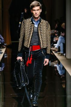 Défilé Balmain homme Automne-Hiver 2016-2017 Mode Militaire, Homme Chic,  Hiver c7b15a040efd