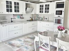 Beyazlar içinde aydınlık ve ferah bir mutfak: Meral hanımın mutfağı..