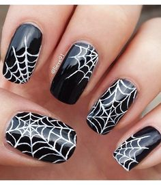 Spider Halloween Nail Design