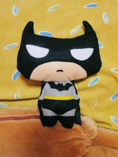 DIY BATMAN PLUSHIE | CRUSTYPASTELS, make or a pillow