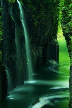 [The Takachiho Gorge] - 宮崎・高千穂峡 - Miyazaki, Japan Beautiful Waterfalls, Beautiful Landscapes, Beautiful World, Beautiful Places, Beautiful Scenery, Takachiho, Nature Landscape, Jolie Photo, Miyazaki