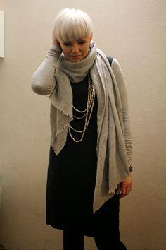 Mathildes verden: Knit shift dress, linen scarf + silver necklaces, tights