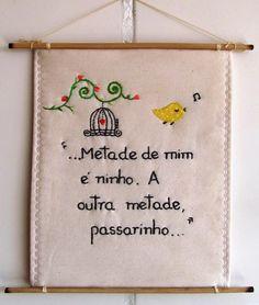**MODELO EXCLUSIVO ARTE E OFÍCIO ATELIÊ**    Feito com tecido 100%algodão, bordado à mão.  [frase-inspiração] atribuída à Rosa Berg.    criação: Solange Nunes