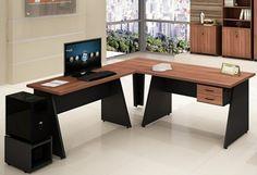 Mesa em l de escritório em madeira escura e tampo claro