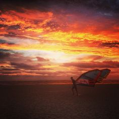 Entered by @asherbatch (Asher Batch) in the Hooroo Best Holiday Snaps competition #nlhoorooholiday #kitesurfer #beach #summernights #amazing #sunset #melbourne #aussielyf