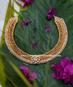 One of a kind jalebi necklace from Manjula jewels is embellished with precious uncut flat diamonds and tiny pearl lining at bottom. Pair it with large statement studs Indian Jewellery Design, Jewelry Design, Gold Jewellery, Latest Jewellery, Diamond Jewelry, Antique Necklace, Gold Necklace, Necklace Set, India Jewelry