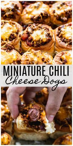 game day food Mini Chili Cheese Dogs: Hawaiian rolls stuffed with chili, hot dogs and smothered with cheddar cheese. The perfect Game Day grub! Chili Cheese Dogs, Chili Dogs, Game Day Snacks, Game Day Food, Game Day Appetizers, Game Day Recipes, Party Snacks, Super Bowl Essen, Mini Hot Dogs