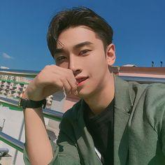 Male Poses, Asian Men, Asian Guys, Pretty Boys, Ulzzang, Korean, Selfie, Icons, Fashion