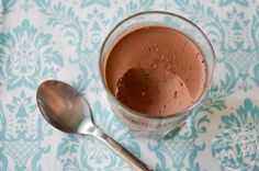 GF Dairy Free Dark Chocolate Coconut Pudding Stupid Easy Paleo - Easy Paleo Recipes to Help You Just Eat Real Food----- 2 cups full-fat coconut milk. 4 sheets of gelatin , 100 g of to dark chocolate (chopped into small teaspoon vanilla extract Paleo Recipes Easy, Dairy Free Recipes, Gluten Free Desserts, Real Food Recipes, Yummy Food, Paleo Dessert, Healthy Sweets, Healthy Fats, Dairy Free Dark Chocolate