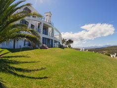 Mossel Bay Fly me to the moon guest house South Africa, Africa Located in Dana Bay, Fly me to the moon guest house is a perfect starting point from which to explore Mossel Bay. The hotel offers a wide range of amenities and perks to ensure you have a great time. Service-minded staff will welcome and guide you at the Fly me to the moon guest house. Television LCD/plasma screen, carpeting, electric blanket, fireplace, linens can be found in selected guestrooms. The hotel offers ...