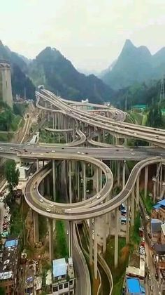 Qianchun Interchange (黔春立交), located in Guiyang, the capital city of Gui.- Qianchun Interchange (黔春立交), located in Guiyang, the capital city of Guizhou Province in Southwest China Guiyang, Futuristic Architecture, Amazing Architecture, Architecture Exam, Places Around The World, Around The Worlds, Scary Bridges, Dangerous Roads, Bridge Design