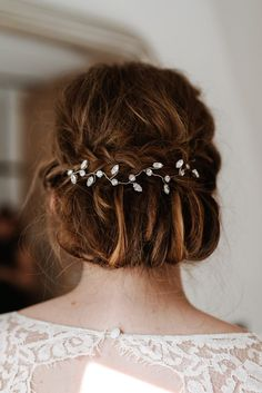 633 best wedding hairstyles images on pinterest wedding hair naturally beautiful dinner wedding at the crown inn in old amersham junglespirit