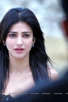 Very cute portfolios of Shruti Hassan. Bollywood Girls, Bollywood Actress Hot, Beautiful Bollywood Actress, Indian Bollywood, Beautiful Actresses, Bollywood Stars, Beautiful Girl Indian, Most Beautiful Indian Actress, Beautiful Eyes