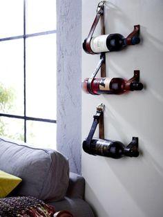 Edle Tropfen wollen richtig präsentiert werden, zum Beispiel an der Wand im Wohnzimmer. Wie das geht? Erklären wir hier
