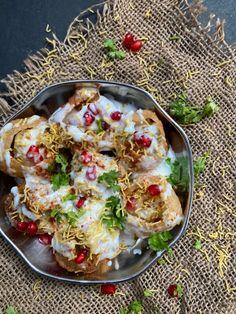 Dahi Puri, Chaat, Puri Recipes, Indian Food Recipes, Other Recipes, Great Recipes, Tandoori Paneer, Veg Momos, Tamarind Chutney
