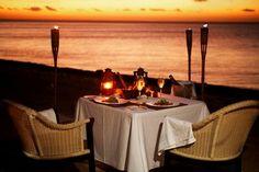 Cena romántica en playa con mi Esposo