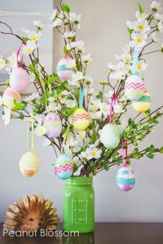 Celebrate the joy of this season along with nature with some adorable Easter tree decoration ideas. Don't Know How To Make An Easter Tree Browse 50 Beautiful Eater Decoration Ideas. Easter will marks the beginning of spring for many of us. Ostern Party, Diy Ostern, Easter Projects, Easter Crafts For Kids, Easter Ideas, Bunny Crafts, Diy Projects, Diy Crafts, Tree Crafts