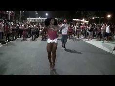 Ensaio de Rua 2015 Evelyn Bastos Rainha de Bateria da Mangueira - YouTube