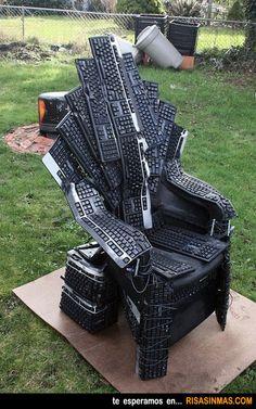 Trono de teclados, el trono de los informáticos fans de la serie Juego de Tronos.