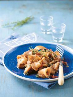 Καλαμαράκια ουζάτα με αρωματικά και κάππαρη #καλαμαράκια Greek Cooking, Yams, Types Of Food, Shrimp, Seafood, Meat, Chicken, Recipes, Sea Food