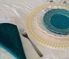 Confira o passo-a-passo para você fazer um lindo sousplat de pérolas. É fácil e deixará suas mesas mais charmosa.