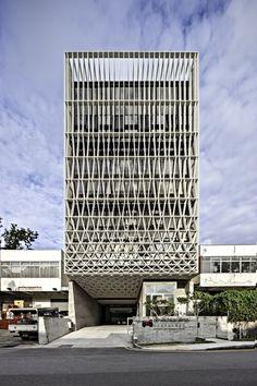 Un Simple Edificio Industrial / Pencil Office A Simple Factory Building / Pencil Office – Plataforma Arquitectura
