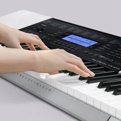 Gracie na keyboardach? Na zdjęciu CTK-4200. Więcej: http://swiatinstrumentow.pl/instrumenty-klawiszowe/keyboardy