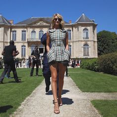 Rosie Huntington-Whiteley in Dior at the #Diorcouture Autumn-Winter 2015-2016 show. #PFW #StarsinDior