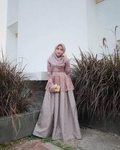 Inspirasi outfit kondangan – N&D – Hijab Fashion 2020 Hijab Musulman, Hijab Gown, Hijab Dress Party, Kebaya Hijab, Turban Hijab, Hijab Bride, Dress Brokat Muslim, Dress Brokat Modern, Muslim Dress