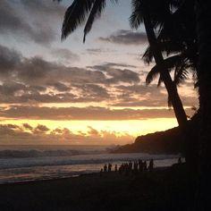 26/04/16 - Une fin de journee comme les autres dans l'Ocean indien  #endoftheday #magicearth #beach #ileintense #lareunion #nofilter #travel #travelingram #instatravel #luckyme by m_nmrr