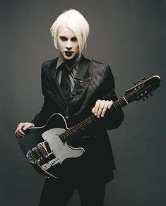 John when i met him guitar player @ marilyn manson. Marilyn Manson, David Lee Roth, Avenged Sevenfold, Korn, John 5 Guitarist, Wilson Phillips, Signature Guitar, White Zombie, Nikki Sixx