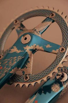 Fixie crank,, look at that beauty.not my taste but the idea of engraving a anodized part is amazing.